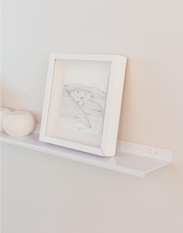 Original gallery shelf close up