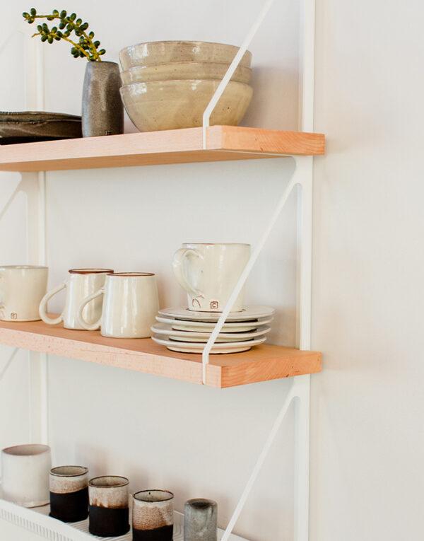 Palmy Kitchen shelf with Ceramics