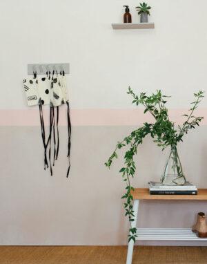 Palmy mask hanger